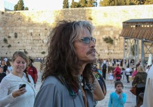 Steven Tyler visits Western Wall