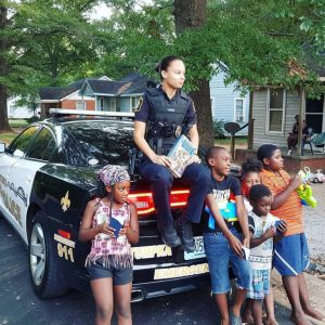 Blue Lives Matter: Cops lead kids in Bible study while out on patrol