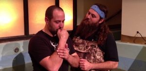Duck Dynasty's Willie Robertson baptizes friend diagnosed with cancer