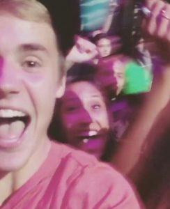 Justin Bieber praises God