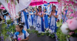 Tens of thousands of christians from 80 countries march in Jerusalem