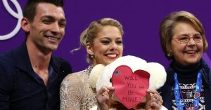 US Figure skating couple dedicates performance to victims of FL high school shooting